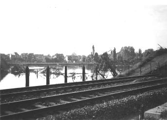 Hermalle ? passerelle sur la Meuse détruite en 1940