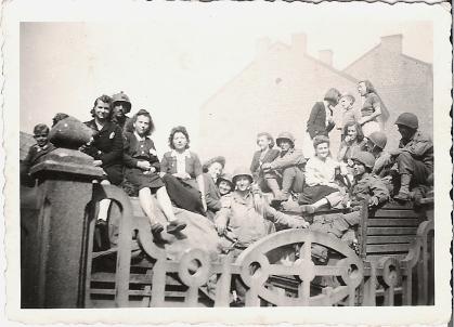 Les GI's américains à Visé le 19 septembre 1944,archives Marc Poelmans American GIs of the 30th Old Hickory in Vise near Liege in Belgium